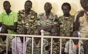 Des soldats sud-soudanais jugés par un tribunal militaire pour meurtres et viols, à Juba le 6 septembre 2018.