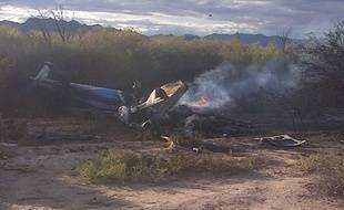 Les restes d'un hélicoptère après un crash en Argentine sur le tournage de l'émission de TF1 «Dropped», le 9 mars 2015.