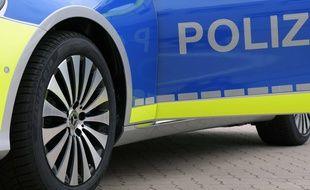 Illustration d'une voiture de police allemande.