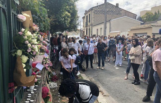De très nombreuses personnes se sont rassemblées dimanche devant le domicile de Sandra à Bordeaux, tuée à coups de couteau vendredi.