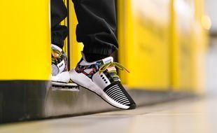 Adidas et la société de transport berlinoise BVG lancent une paire de sneakers qui sert de titre de transport.
