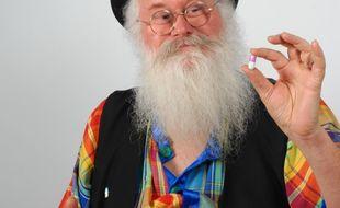 Christian Poincheval, inventeur de la gélule qui parfume les pets au muguet.