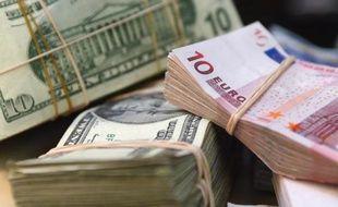 L'euro reculait nettement face au dollar jeudi, plombé par l'annonce surprise d'une baisse du taux directeur de la Banque centrale européenne (BCE) et par une croissance plus forte que prévu aux États-Unis au troisième trimestre.