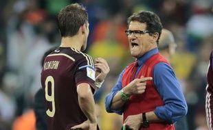 Fabio Capello avec Kokorin, après l'élimination de la Russie le 26 juin 2014.