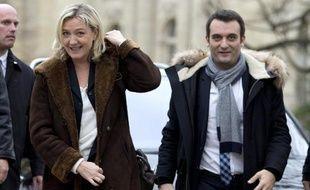 La présidente du FN Marine Le Pen et son vice-président Florian Philippot sur les Champs Elysées à Paris le 22 décembre 2014