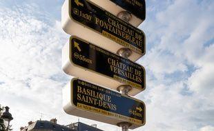 Panneaux de la première signalétique métropolitaine «Par ici le Grand Paris».