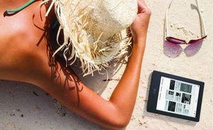 Parmi les Français qui lisent en vacances, 50% aiment lire à la plage.