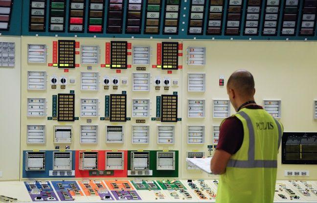 Un salarié dans un simulateur de salle de contrôle de la centrale nucléaire de Fessenheim. Illustration
