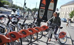 Des vélos Bicloo place du Commerce à Nantes