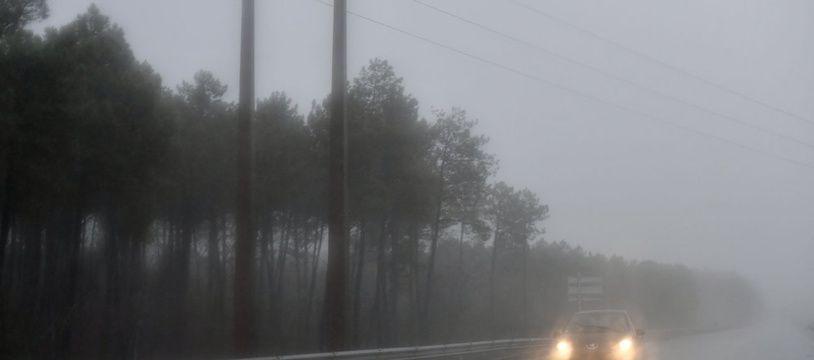 Vents violents et fortes pluies vont notamment toucher les départements alpins.