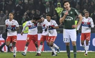 La peine d'Ole Selnaes contraste avec la joie des Lyonnais, totalement maîtres du derby avant l'interruption du match à cinq minutes de la fin.