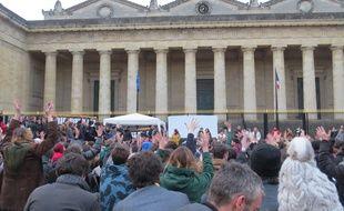 A Bordeaux, le 9 avril, les Nuit Debout se sont réunis pour une assemblée générale sur la place de la République.