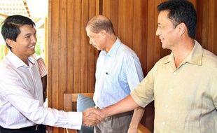 La décision des deux principaux protagonistes de la crise malgache, Andry Rajoelina et Marc Ravalomanana, de ne pas se présenter à l'élection présidentielle prévue en mai ne met en rien un terme à leur rivalité, et laisse ouvertes bien des questions sur leurs tactiques respectives pour revenir au pouvoir.
