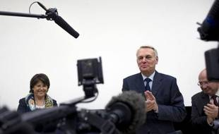 """Jean-Marc Ayrault a annoncé mardi qu'il présenterait lors du Conseil des ministres de mercredi le """"calendrier social"""" pour les semaines à venir, ainsi que """"la méthode de concertation"""", soulignant que le gouvernement était déjà """"en action"""" et le """"changement perceptible""""."""