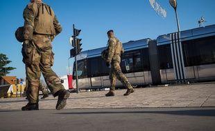 Illustratino de militaires Sentinelle en patrouille à Tours.