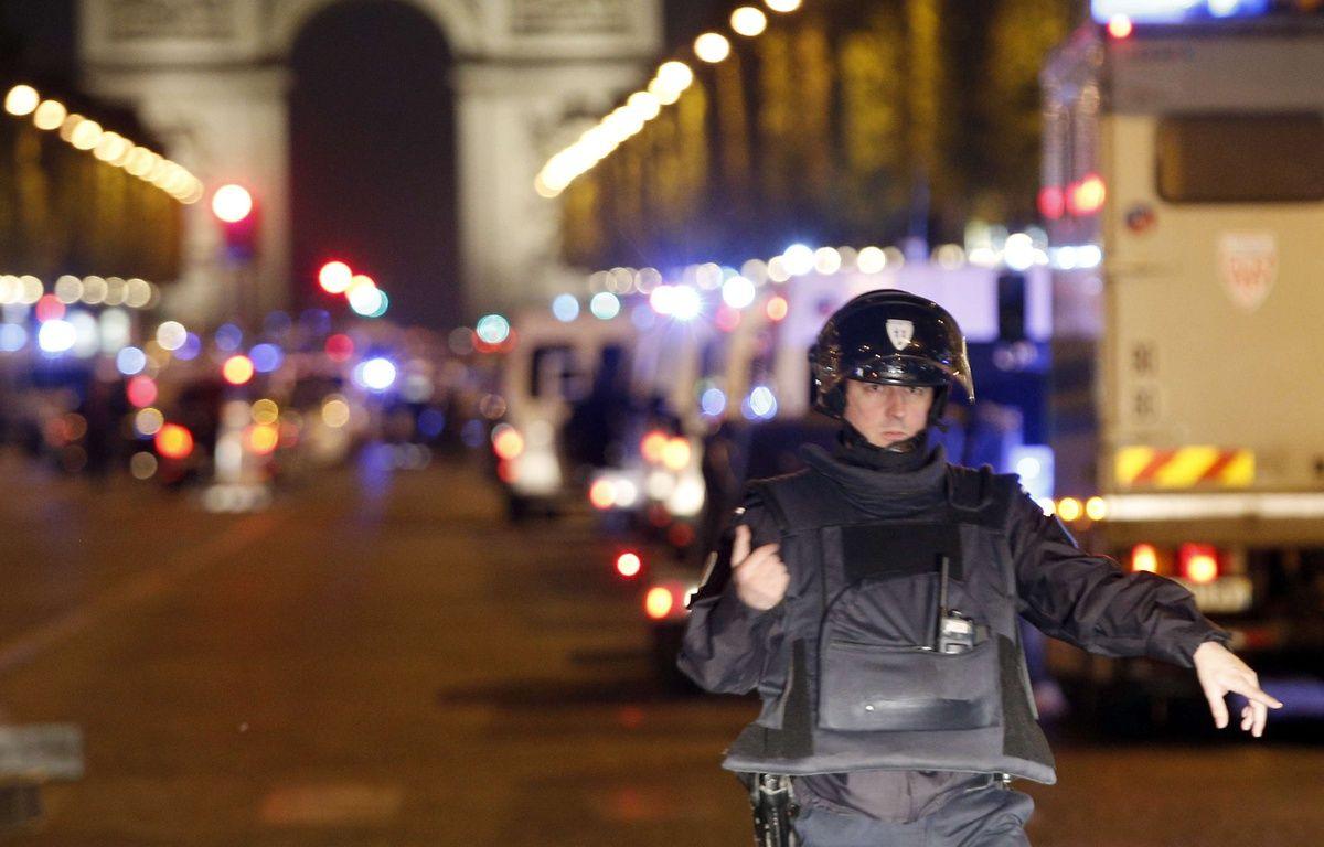 Une fusillade a éclaté sur les Champs-Elysées à Paris le 20 avril 2017. – Thibault Camus/AP/SIPA