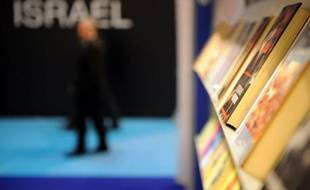 A guest walks past the Israeli stand at the annual Paris book fair which is inaugurated by Israeli President Shimon Peres, on March 13, 2008. Israel is the guest of honour of the Paris book fair. REUTERS/Martin Bureau/Pool (FRANCE)