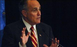 Dix candidats républicains à la présidentielle américaine de 2008 s'affrontent jeudi dans un premier débat télévisé, l'occasion pour les têtes d'affiche, Rudolph Giuliani et John McCain en tête, de séduire un électorat conservateur manifestement hésitant.