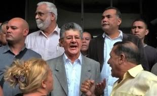 Henry Ramos Allup (c), nouveau président du Parlement du Venezuela, s'exprime à Caracas le 4 janvier 2016 devant l'Assemblée nationale