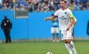 L'attaquant du PSG Zlatan Ibrahimovic, le 25 juillet 2015, contre Chelsea, à Charlotte.