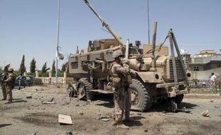 Des kamikazes talibans ont attaqué lundi matin une base américaine située près d'un point de passage clef pour le ravitaillement de l'Otan, dans le nord-est de l'Afghanistan, près de la frontière pakistanaise, ont indiqué des responsables locaux et occidentaux.