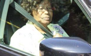 Katherine Jackson, la mère de Michael Jackson, quitte le domicile de son fils à Los Angeles le 26 juin 2009