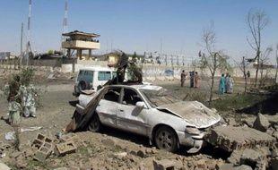 Scène après un attentat suicide contre le quartier général de la police de la province afghane du Helmand, le 30 juin 2015