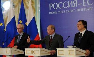 """Le président de l'Union européenne Herman van Rompuy a pressé lundi Vladimir Poutine de surmonter les divergences pour éviter une guerre civile en Syrie, avec pour objectif une """"transition"""" politique que Moscou a jusqu'à présent refusée."""