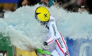 L'Autrichien Marcel Hirscher a remporté le slalom nocturne de Schladming, mardi, pour répliquer magistralement avec sa sixième victoire en Coupe du monde de l'hiver aux accusations de tricherie qui lui sont tombées dessus le week-end dernier.
