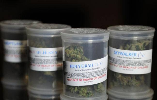 Des pots de cannabis thérapeutique aux Etats-Unis.