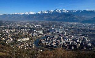 """Le site d'un ancien institut de géologie, à quelques pas du centre-ville de Grenoble, est accusé jeudi par un journal satirique local d'abriter """"une poubelle radioactive"""", ce que réfute l'université qui assure respecter la législation."""