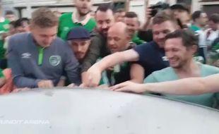 Les supporters irlandais près de la voiture