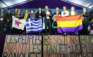 Au centre, Pierre Laurent, secrétaire national du PCF, et Zoé Konstantopoulou, présidente du Parlement grec et membre de Syriza, le 31 mai 2015 à Paris.