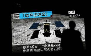 La sonde japonaise Hayabusa2 lors de son deuxième atterrissage sur un astéroïde, le 11 juillet 2019.