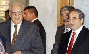 """Le nouvel émissaire international Lakhdar Brahimi a entamé jeudi sa première visite en Syrie, en soulignant que la crise dans le pays s'""""aggravait"""", après 18 mois d'un conflit dévastateur."""