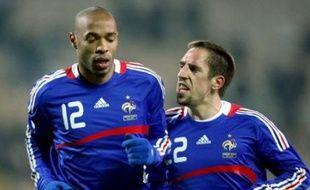 La France, toujours aussi alléchante en attaque avec Ribéry, a encaissé quatre buts en deux matches sans enjeu, les deux derniers en Ukraine mercredi (2-2) avec un malheureux Frey, et devra soigner sa défense dans ses prochains matches de préparation à l'Euro.