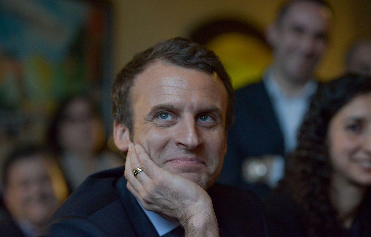 """Emmanuel Macron, candidat de """"En marche"""", le 7 mars 2017 aux Mureaux, dans les Yvelines.  – ISA HARSIN/SIPA"""