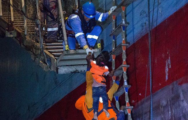 Le porte-conteneurs danois Maersk a recueilli des migrants, dont des enfants vendredi à l'aube. Depuis, le bateau est coincé en Méditerranée près des côtes siciliennes.