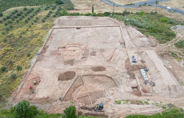 Une vue aérienne du chantier de fouilles de Capendu, près de Carcassonne.