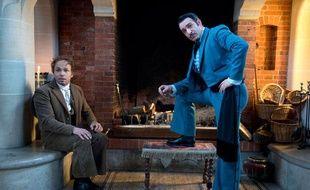 """Eric Judor en Bernardo (à G) et Jean Dujardin en Zorro (à D) dans la saison 2 de la série """"Platane"""" sur Canal+, septembre 2013"""