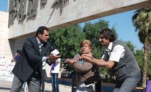Trois acteurs qui se disputent une chaise, et un quatrième, incarnant le peuple, au final floué par cette querelle. Au moyen d'un sketch, des représentants de la société civile irakienne ont raconté samedi sur une place de Bagdad l'avidité des politiciens.