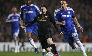 Le Barcelonais Lionel Messi face à l'Anglais John Terry, le 18 avril 2012, à Stamford-Bridge.