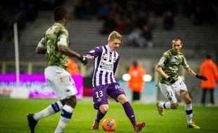 Le milieu polonais du TFC Dominik Furman contre Bastia, en Ligue 1, le 11 février 2014 au Stadium de Toulouse.
