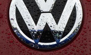 Le 1er octobre 2015 , un logo de la marque Volkswagen dans une concession automobile à Gaithersburg dans le Maryland, aux Etats-Unis