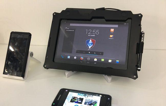 Consulter des fichiers, remplir un PV électronique... Les gendarmes peuvent (presque) tout faire avec leur tablette Neo