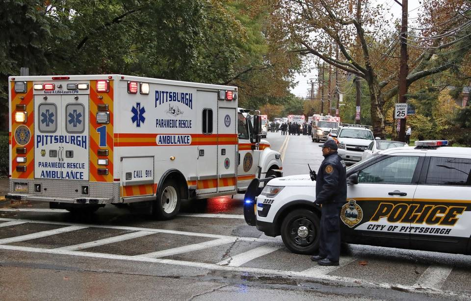 Fusillade à Pittsburgh 960x614_tireur-ouvert-feu-27-octobre-synagogue-pittsburgh-pennsylvanie-o-fideles-rassembles-pendant-shabbat-faisant-onze-morts-six-blesses