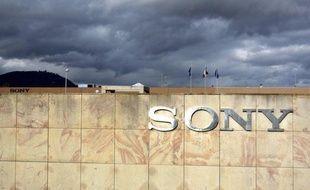 L'agence de notation financière Moody's a baissé vendredi d'un cran à Baa1 la note de la dette à long terme du géant de l'électronique japonais Sony, victime d'une instabilité de ses revenus à cause notamment de l'absence de rentabilité des ses activités de téléviseurs.