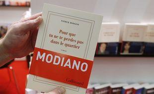 Le dernier roman de Patrick Modiano,  à la Foire du livre de Francfort, le 9 octobre 2014.