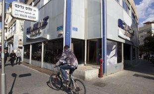 Une campagne de piratage informatique contre Israël a frappé lundi les sites officiels de la Bourse de Tel-Aviv et de la compagnie aérienne El Al, inaccessibles au public, nouvel épisode d'une cyberoffensive revendiquée par des hackers arabes.