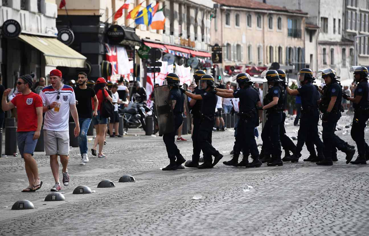 euro 2016 a marseille 7 interpellations apr s des affrontements entre supporters et policiers. Black Bedroom Furniture Sets. Home Design Ideas